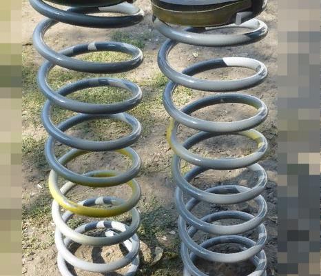 Задние пружины ВАЗ 2107 с опорами